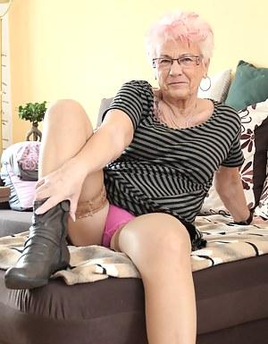Free MILF Panties Porn Pictures