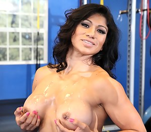 Free Muscle MILF Porn Pictures